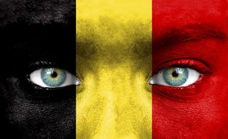 Gesicht als Belgische Fahne