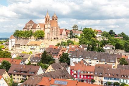 Breisach am Rhein mit Festung und Kirche